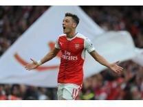 Mesut Özil kendi takımını kuruyor! Galerisi