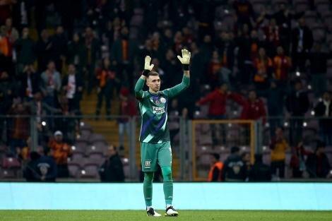 Galatasaray taraftarlarının Muslera paylaşımları