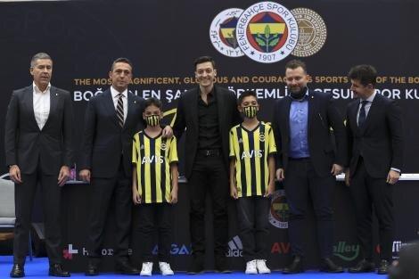 Mesut Özil, Fenerbahçe'ye imza attı!