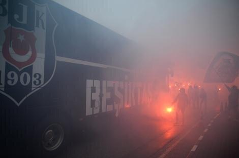Beşiktaş, Sivas'a meşalelerle uğurlandı