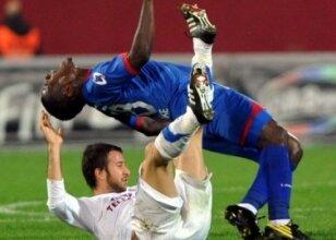 Gitti, gitti! Emmanuel Emenike gitti!