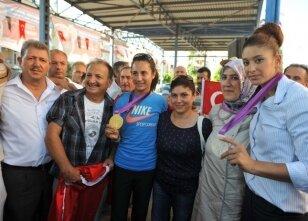 Nur Tatar coşkuyla karşılandı
