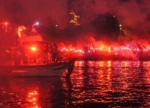 Trabzonsporlular Haliç'i yaktı!