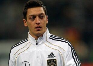 Mesut Özil'i esir aldılar