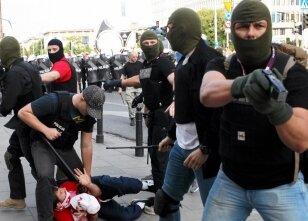 Polonya polisi acımadı