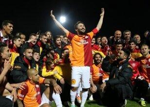 Galatasaraylı futbolcu Sabri Sarıoğlu