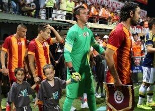 Fenerbahçelilerin alkışladığı G.Saraylı!
