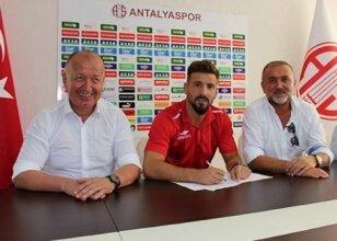 Trabzon'dan ayrıldı, Antalya ile imzaladı