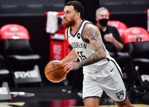 Brooklyn, Mike James'i playofflar için de tutuyor