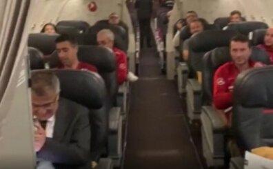 Dönüş uçağında RENKLİ anlar! THY pilotu tebrik etti alkış koptu