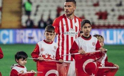 Lukas Podolski'nin Kovid kararı; 'Maaşımda indirim yapılabilir!'