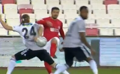 Sivasspor'un penaltı beklediği pozisyon; işte Vida ve o an