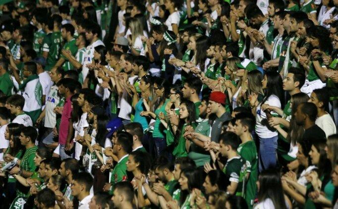 Atletico Nacional taraftarı Chapecoense için stadı doldurdu!