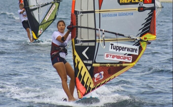 Beylizdüzü'nde rüzgarsörfü heyecanı