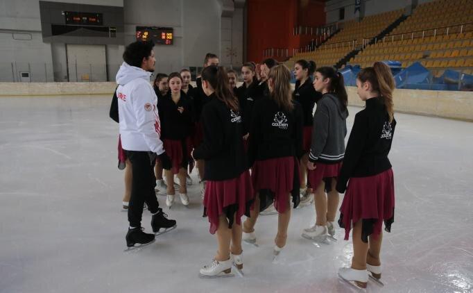 Buzun 'senkronize kızları' Kanada'ya hazır