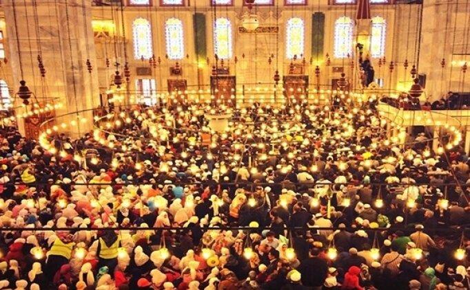 İlk teravih namazı ne zaman, saat kaçta? Ramazan ayı teravih saatleri İstanbul