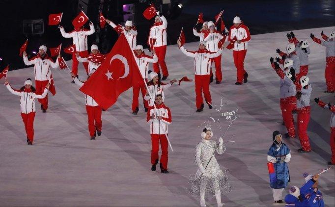 Bakan Bak, Türk sporcularla buluştu
