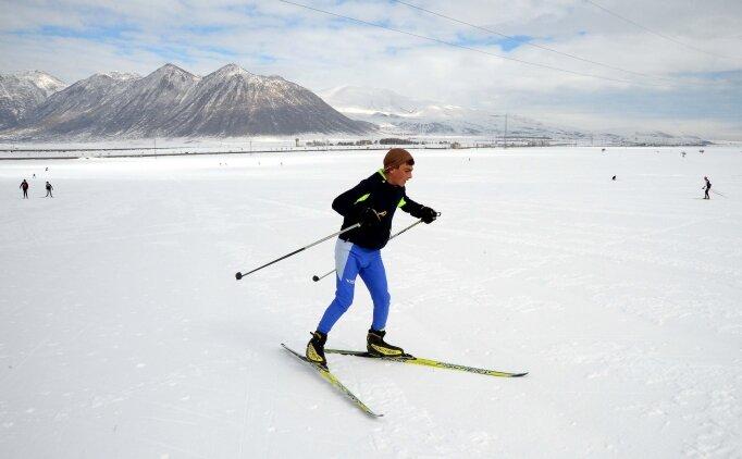 Dondurucu soğukta yarışmalara hazırlanıyorlar