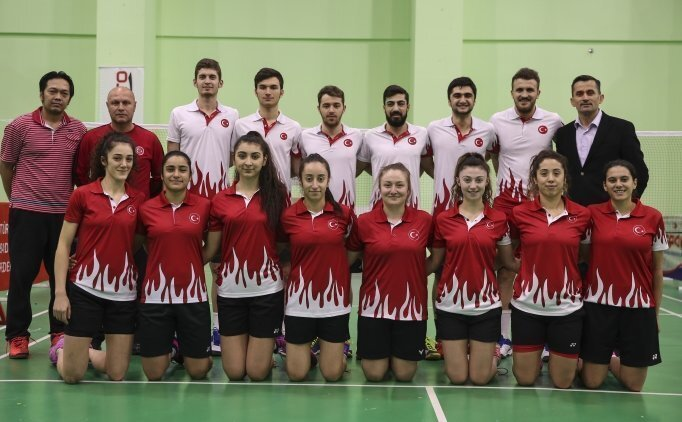 Milli badmintoncular ilk peşinde