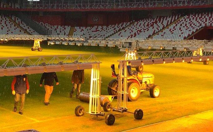 Antalya Stadı'nın zeminine bakım