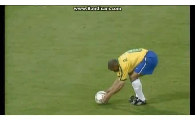 21 yıl önce Roberto Carlos'un fizik kurallarını yıktığı gol