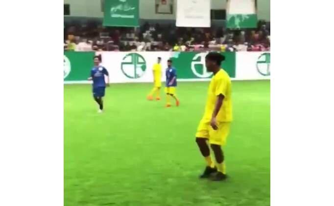 Ronaldinho bitmemiş... Kaldığı yerden devam