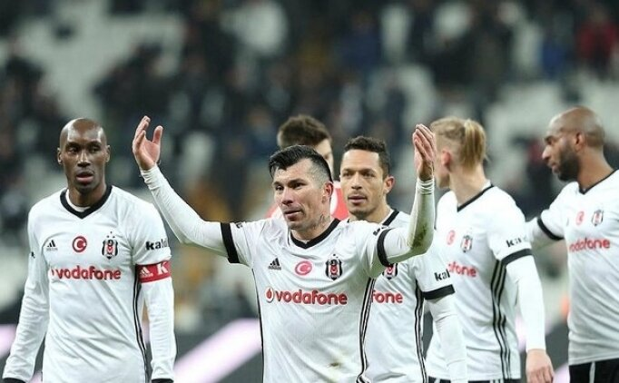 Beşiktaş'ta çifte şok! Adriano ve Medel yok