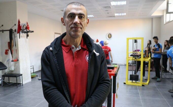 'Dünyanın en iyi bilek güreşçisi', 13. şampiyonluk peşinde