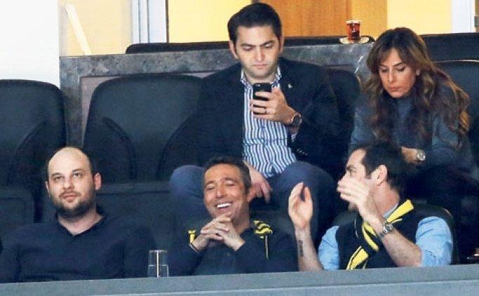 Ali Koç'a taraftardan büyük destek! Salondan çıkamadı...