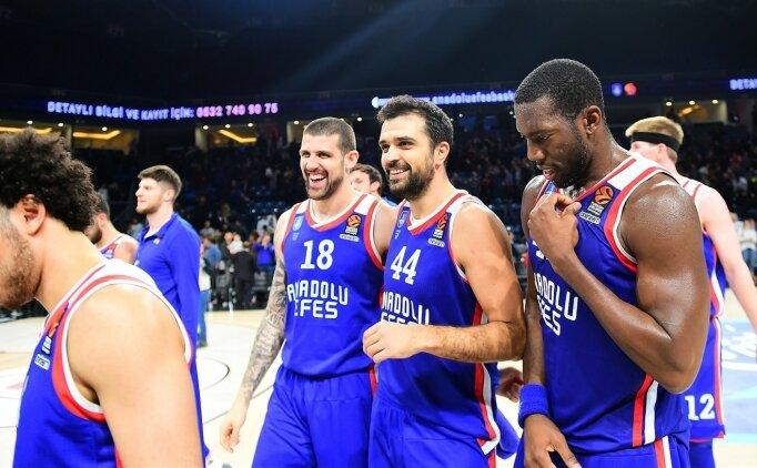 Anadolu Efes son şampiyonu ağırlıyor!
