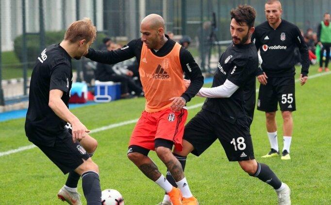 Beşiktaş'ta Adriano maçı yarıda bıraktı