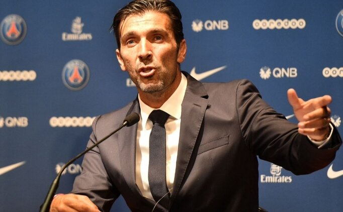 PSG'nin yeni kalecisi Buffon basına tanıtıldı