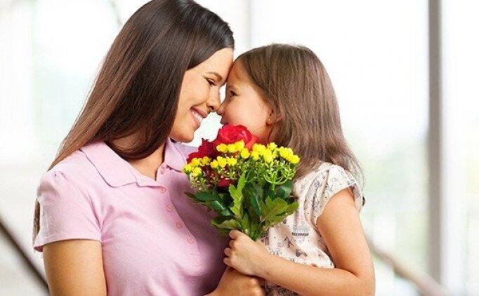 Bugün Anneler Günü mü? Anneler Günü mesajları, şiirleri, Anneler için hediyeler