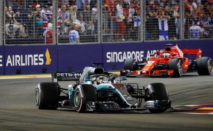 Singapur'da kazanan Lewis Hamilton!