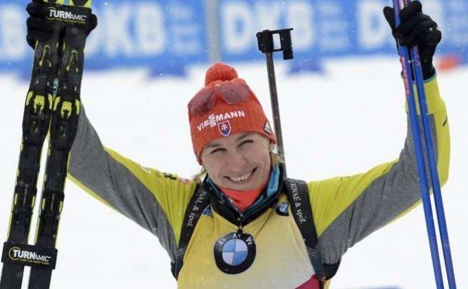 Kadınlar Biatlon'da altın Madalya Slovak Kuzmina'nın