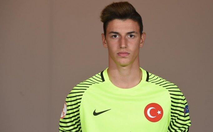 Fenerbahçe'den kaleci hamlesi; Berke Özer