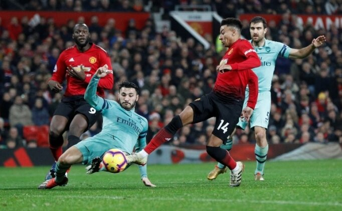 Arsenal kaçtı, Manchester United yakaladı!