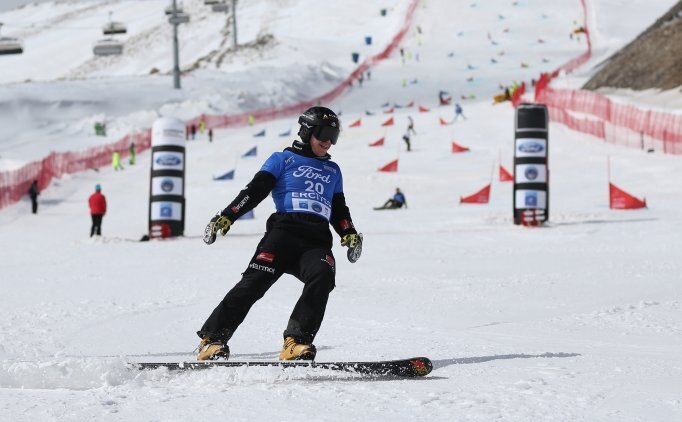 Erciyes'te Dünya Snowbord Dünya Kupası başladı