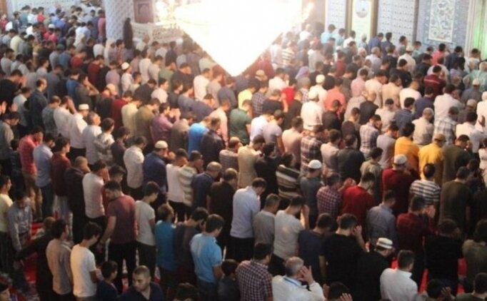 İstanbul yatsı (teravih) ezanı saat kaçta? 2018 İstanbul Ramazan ayı namaz saatleri