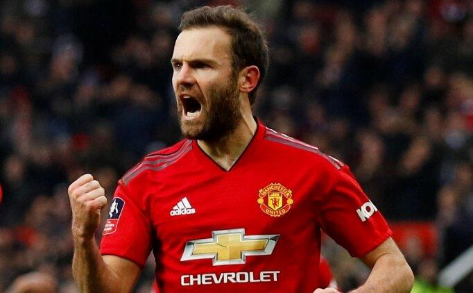 Juan Mata, Manchester United ile yeni sözleşme imzalıyor