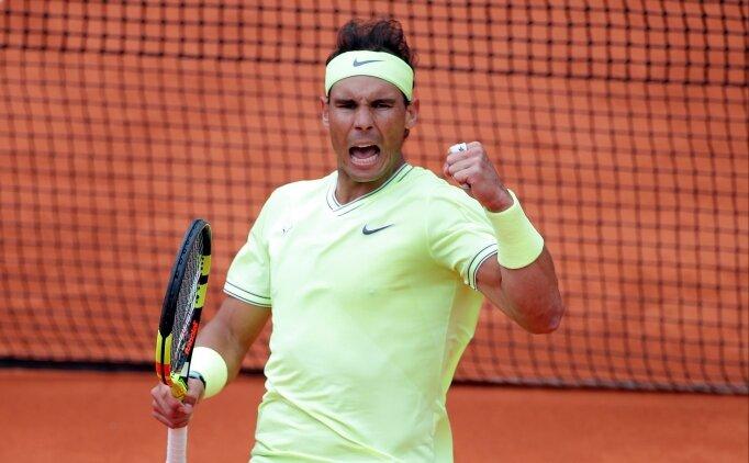 Dev maçta Nadal, Federer'i devirmeyi başardı!