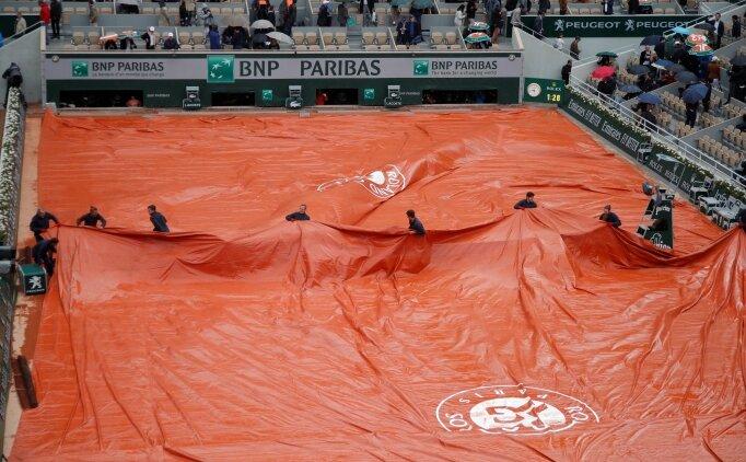 Fransa Açık'ta Djokovic-Thiem maçı ertelendi