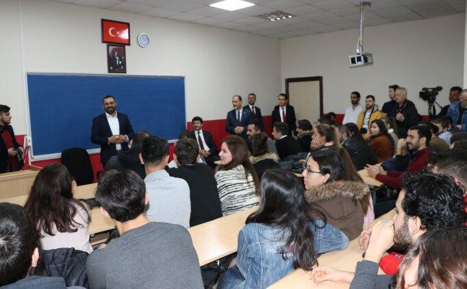 Bakan yardımcısı Hamza Yerlikaya, üniversitelilerle buluştu