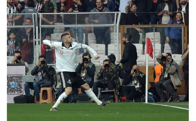 Beşiktaş, Burak Yılmaz ile farkı eritti!