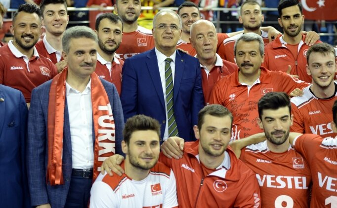 Mehmet Akif Üstündağ: 'Şampiyon olmayı düşünüyoruz'