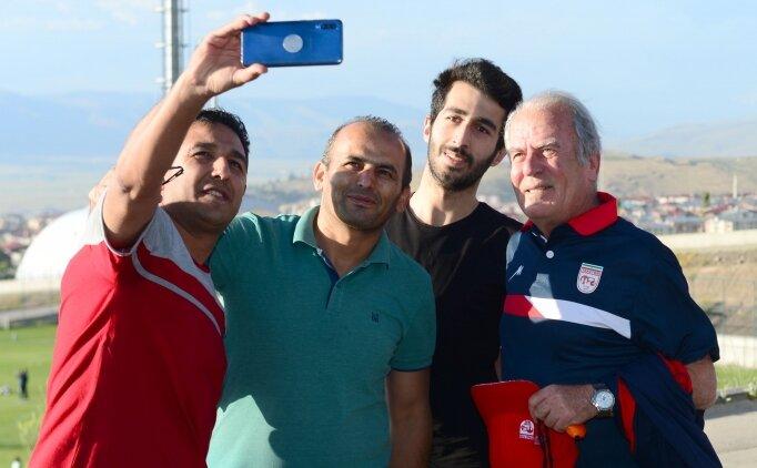 Mustafa Denizli, yeni takımıyla ilk antrenmanına çıktı