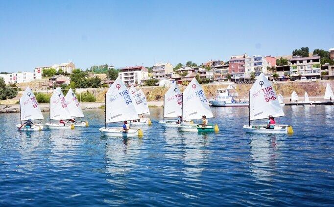 Malazgirt'in yıl dönümünde yelken yarışları