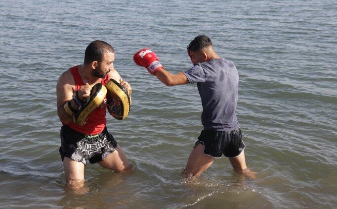 Van Gölü'nde yaptığı antrenmanlarla Avrupa şampiyonasına hazırlanıyor