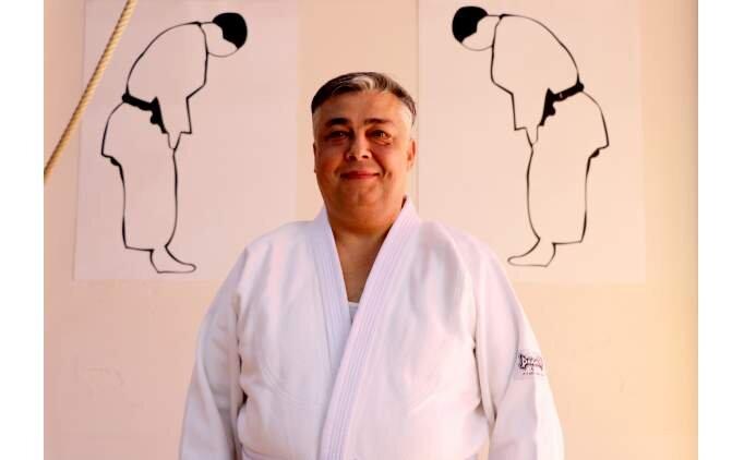 Açılışa 'judo' kıyafetiyle katılan vali yardımcısı ilgi odağı oldu