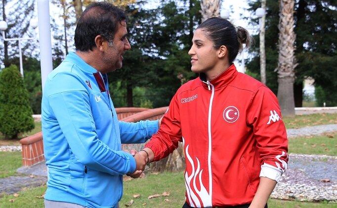 Busenaz Sürmeneli, Ünal Karaman'ı ziyaret etti